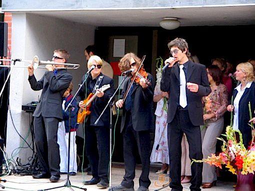 Matīss Čudars spēlē trombonu