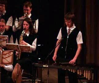 Matīss Čudars spēlē ksilofonu