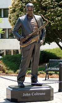Džons Koltreins. Statuja