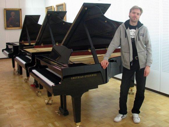 Viktors Ritovs izvēlas klavieres priekš RPIVA