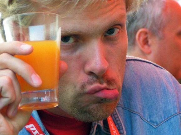Viktors Ritovs ar sulas glāzi